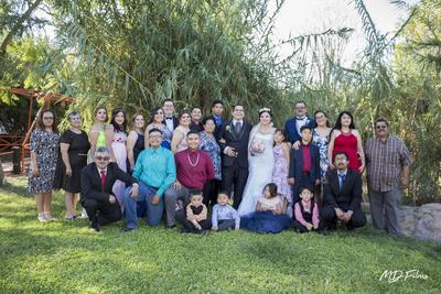 29072018 LA FOTO DEL RECUERDO.  Muy contentos fueron captados algunos de los invitados al enlace matrimonial de Fabiola y Héctor.