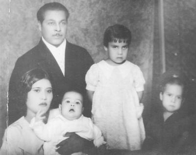 29072018 Familia Sánchez Herrera, don Paulino Sánchez, doña Carlota Herrera y sus hijos: Socorro, Dionisio y Roberto, hace más de ocho décadas.