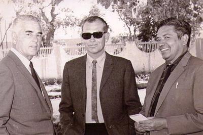 29072018 Lucien Ballard, director de fotografía, y Sam Peckinpha,  con el señor Juan Contreras, corresponsal de El Siglo en Parras.