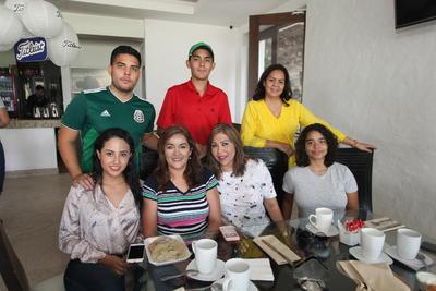 Familias Macías Carreón y Castro de la Cruz.