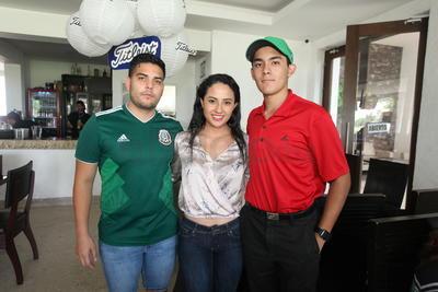 Ricardo Castro, Isabel Macías y Emiliano Macías.