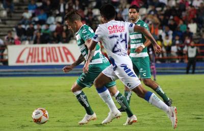 Pese a la insistencia del cuadro visitante, Pachuca supo cerrar filas y evitar los ataques de Santos.