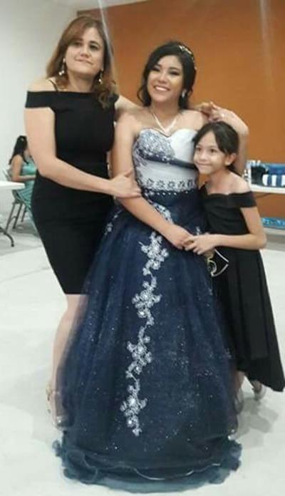 09082018 Karla Torres Galván con su mamá, Susana Galván, y su hermanita, Karen.