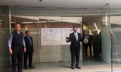 Gómez Urrutia afirmó que no daría entrevistas porque el próximo jueves ofrecerá una conferencia de prensa.