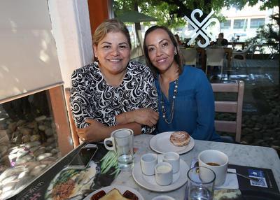 Martha y Flor.