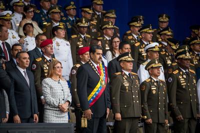 El presidente venezolano, Nicolás Maduro, abandonó hoy de emergencia un acto televisado con militares en el centro de Caracas por la conmemoración de los 81 años de la creación de la Guardia Nacional Bolivariana (GNB).