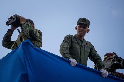 Según relataron testigos a Efe, el presidente venezolano fue atacado aparentemente por un dron.