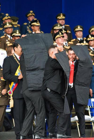"""""""Nuestro presidente Nicolás Maduro está en perfecto estado de salud, en perfectas condiciones (...), todo el trabajo que se ha hecho ha permitido establecer ya que se trata de un atentado"""", dijo Rodríguez en una alocución transmitida por la televisión estatal VTV."""