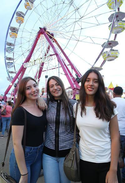 Angélica, Alo y Diana.