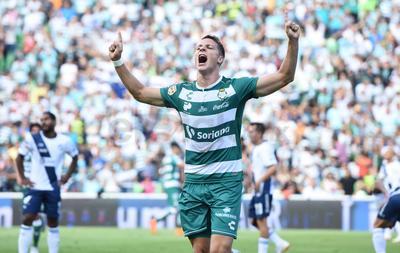 Santos se llevó la victoria ante Puebla en el estadio Corona.