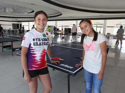 Isabela Herrera y Natalia Simental.