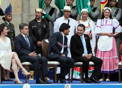 De izquierda a derecha, Jimmy Morales, presidente de Guatemala; Evo Morales, presidente de Bolivia y Juan Orlando Hernández, presidente de Honduras.