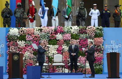 """""""Juro por Dios y ante el pueblo colombiano, defender la Constitución y las leyes de Colombia"""", dijo Duque en el juramento que le fue tomado por el presidente del Senado, Ernesto Macías."""