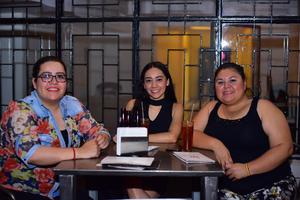 09082018 ENTRE AMIGAS.  Ilsse, Daniela y Laura.