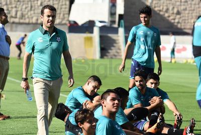 José Riestra, director deportivo de Santos Laguna, estuvo también presente en el entrenamiento.