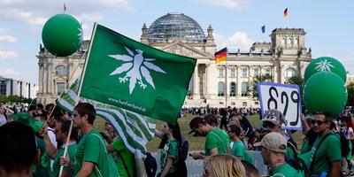 La marcha a favor de la legalización de la marihuana se celebra desde hace más de diez años en Berlín.
