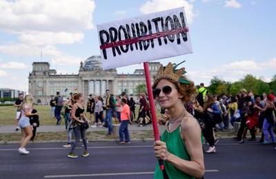 """La llamada """"Marcha de la Marihuana"""" recorrió parte del distrito gubernamental."""