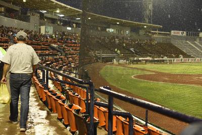 El partido se recortó ante las condiciones climáticas.