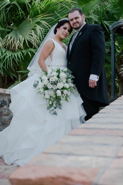 12082018 Karla Daniela Ríos Villela e Ing. Guillermo Issa Lara se unieron en matrimonio el 28 de julio en la Iglesia de la Medalla Milagrosa. Los recién casados recibieron a familiares y amigos en La Española para ser partícipes de su enlace civil y posteriormente una velada nupcial.