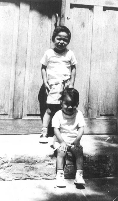 12082018 Arq. Guillermo Roberto e Ing. Jorge Eduardo Wah Robles en 1956.