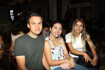 Enrique Jaquez, Perla Llamas y Andrea Valeria.
