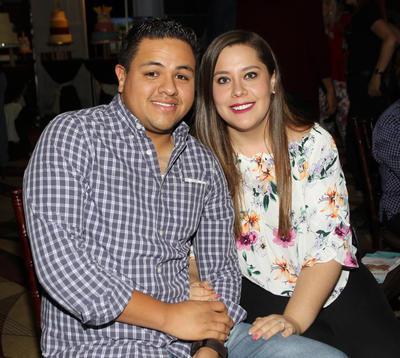 Luis Orozco y Sara.