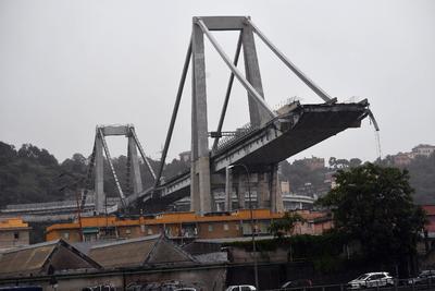 Al menos once personas han muerto y cinco han resultado heridas graves como consecuencia del derrumbe de un tramo de un viaducto en la ciudad italiana de Génova (noroeste), confirmaron a Efe fuentes del Ministerio del Interior italiano.