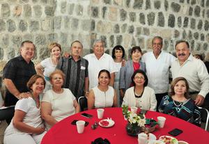 14082018 ENTRE AMIGOS.  Asistentes a un desayuno organizado en el Cerro de las Noas.