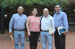 14082018 POSAN PARA LA FOTO.  Maestros de la Universidad Iberoamericana Torreón.