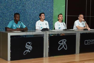 Déinner Quiñones, Salvador Reyes, Juan Pablo Rodríguez y Luis Canay.