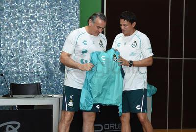 Guerreros presentan a Quiñones y nuevo cuerpo técnico