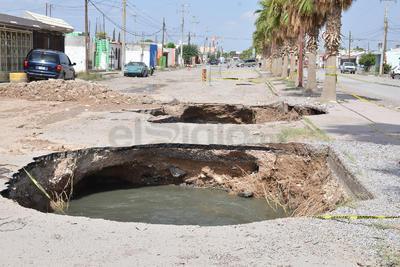 El colapso de un colector sanitario volvió a afectar a vecinos de la colonia Ciudad Nazas.