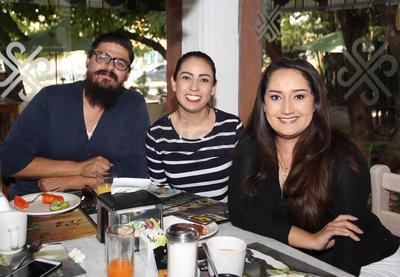 Ana Laura, Lesly y Ramsés.