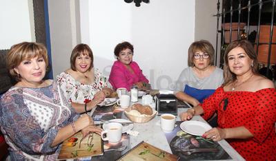 Rosaluz Herrera, Zamara Segovia, Graciela Loera, Viviana Ortiz y Laura Rincón.