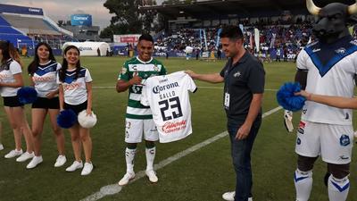 El partido sirvió como homenaje para el mediocampista José Juan Vázquez, quién es nacido en Celaya.