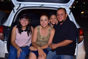16082018 EN EL AUTOCINEMA.  Familia Ramirez.