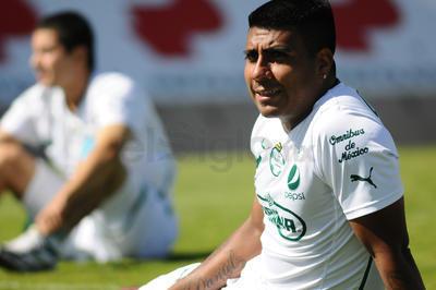 Junto a ese título, el argentino cosechó un logro más en el Clausura 2012, antes de ser transferido al cuadro de los Tuzos, con quien disputó un año y terminó marchándose a Pumas.