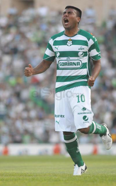 El punto más alto en su carrera lo alcanzó tras su llegada a Santos Laguna en 2007, ya que fue parte esencial para que el club lagunero lograra la permanencia en Primera División y, un año más tarde, consiguiera su tercer título del futbol mexicano con el Clausura 2008.