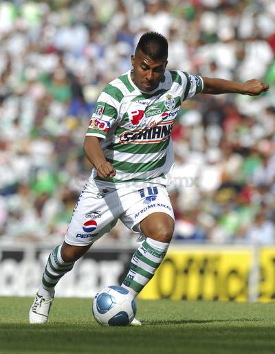"""Para el segundo semestre de 2004, """"El Hachita"""" emigró al futbol mexicano de la mano de los desaparecidos Tecos de la UAG, con quienes disputó 70 partidos y anotó 30 goles."""