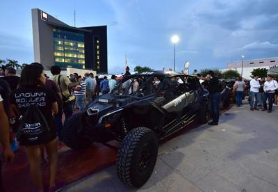 """Con la última revisión mecánica a los vehículos, ayer se puso en marcha de manera oficial la edición 2018 del """"Canaco Adventure, Coahuila 1000-Desert Rally""""."""