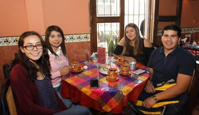 Brenda, Leticia, Fernanda y Luis.