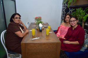 20082018 Angelina, Gabriela y Patricia.