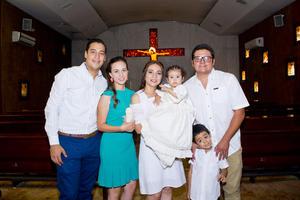 19082018 Ya en la fiesta: Miguel Solano, Cecy de la Torre y Ainhoa Solano con sus padrinos, Laura Rodríguez y Christian Pedrueza.