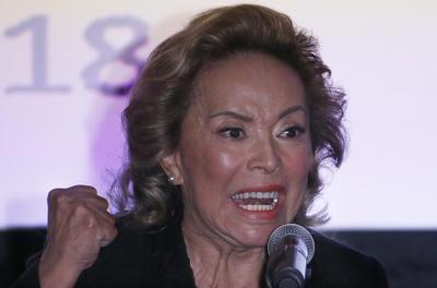 """Elba Esther Gordillo se dirigió a los maestros de México para ofrecer disculpas, """"lamento que hayan sido sometidos a una persecución política y mediática"""", dijo."""