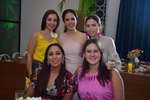 Gabriela  Mary Fer   Regina  Victoria y Luisa