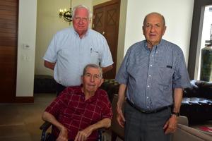22082018 EN FAMILIA.  Antonio, Alberto y Jorge.