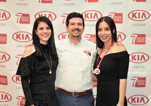 22082018 MUY CONTENTOS.  Paulina, Hugo y María.