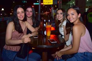 22082018 SE DIVIERTEN.  Andrea, Ana Paula, Daniela y Cecy.