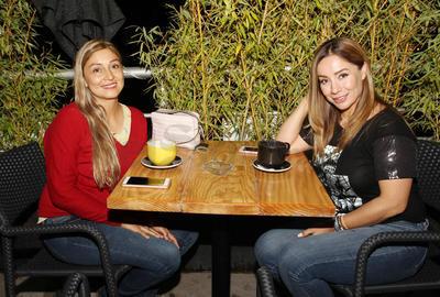 Vanessa y Claudia.