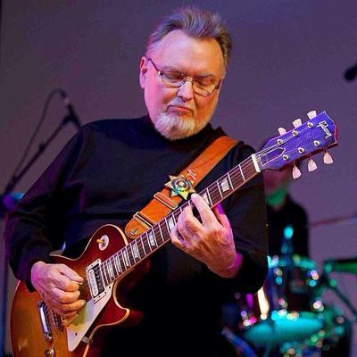 """Ed King, el guitarrista de Lynyrd Skynyrd que ayudó a escribir éxitos del grupo como """"Sweet Home Alabama"""", falleció. Tenía 68 años."""